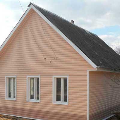 Дом обшитый сайдингом Деке розового цвета
